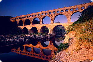 Обои из Windows 7 Франция - Пон-дю-Гар, акведук во Франции.